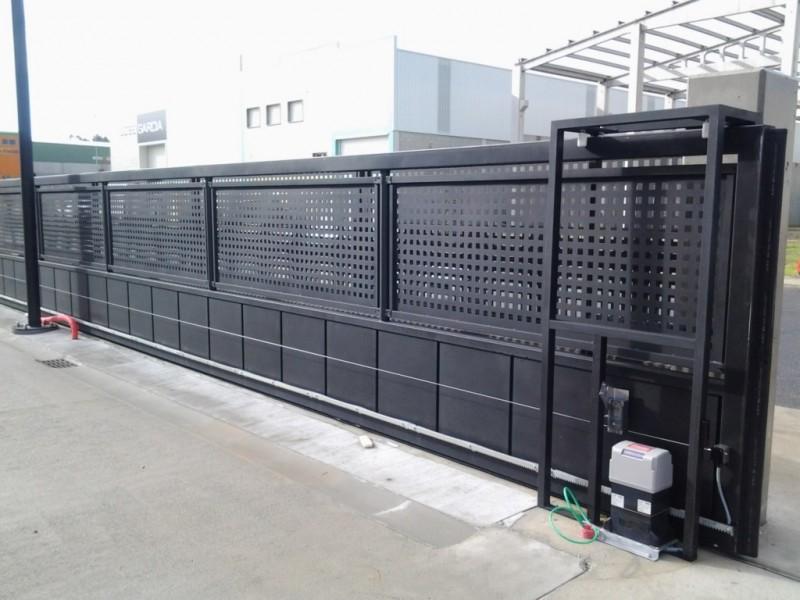 Automatismo industrial con sistema de bandas magnéticas de seguridad para cumplir las exigencias de la normativa