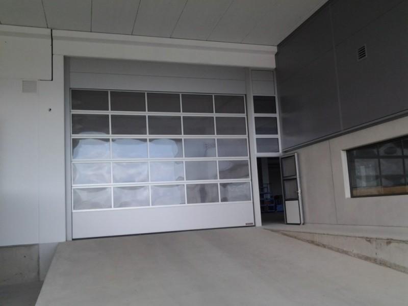 Puerta acristalada con peatonal lateral y fijo superior a juego