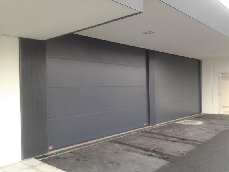Puerta de diseño de 6 metros para tanatorio