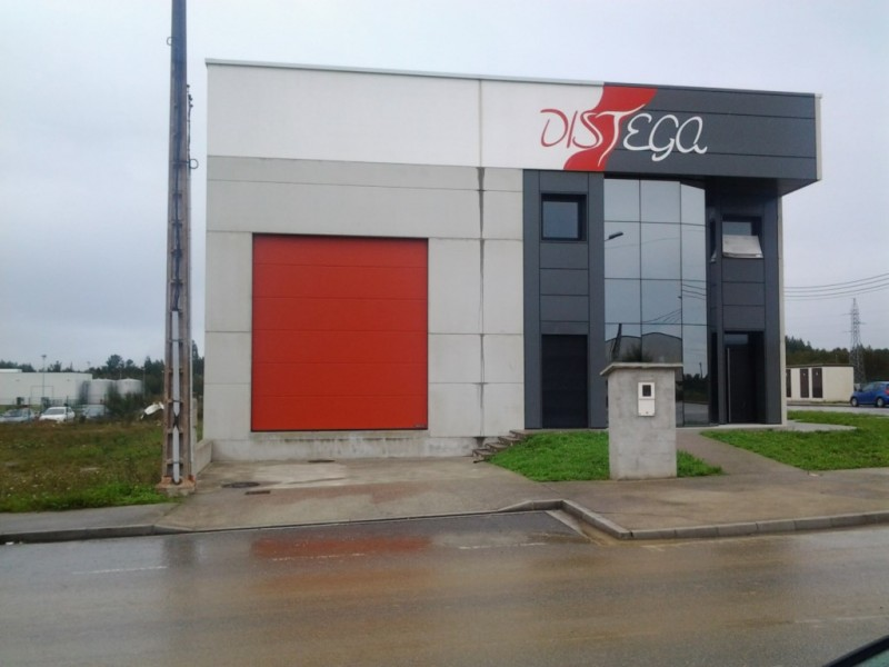 Puerta industrial en acabado MICROGRAIN