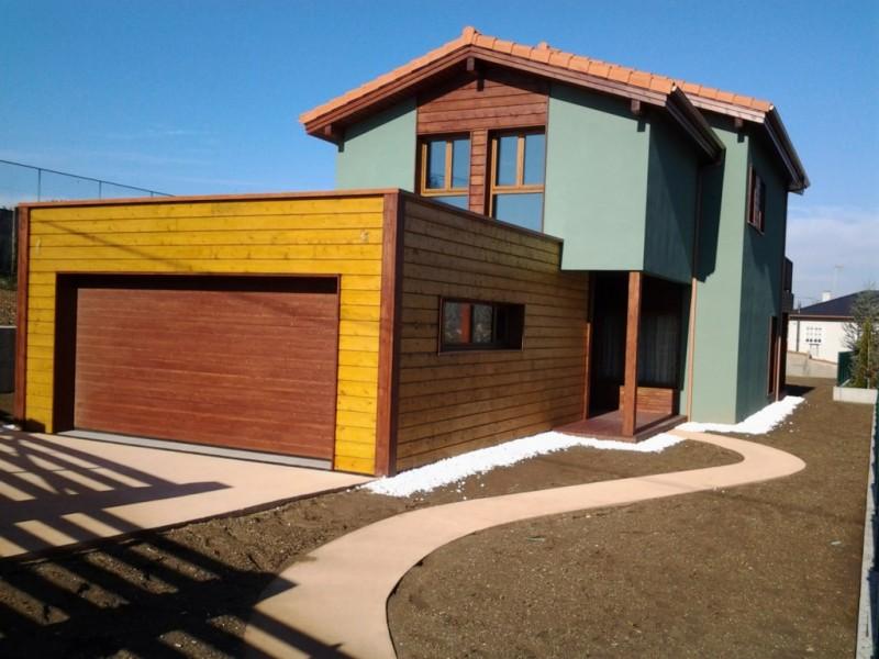 Puerta seccional de madera maciza Hemluq